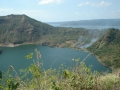 Taal Yanardağı ve krater gölü
